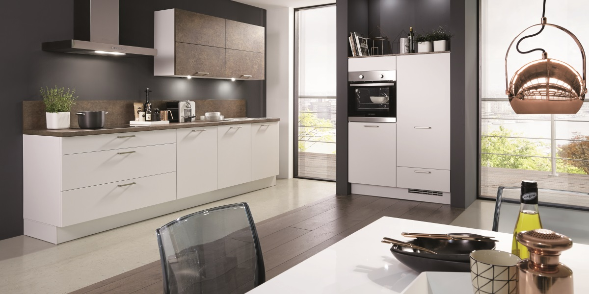 Basic-Küche Fashion weiss matt mit FerroBronze Akzent-Front, nobilia