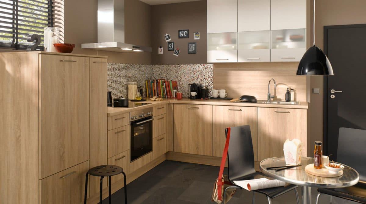 Moderne L-Küche in Holz-Optik Cora, Burger