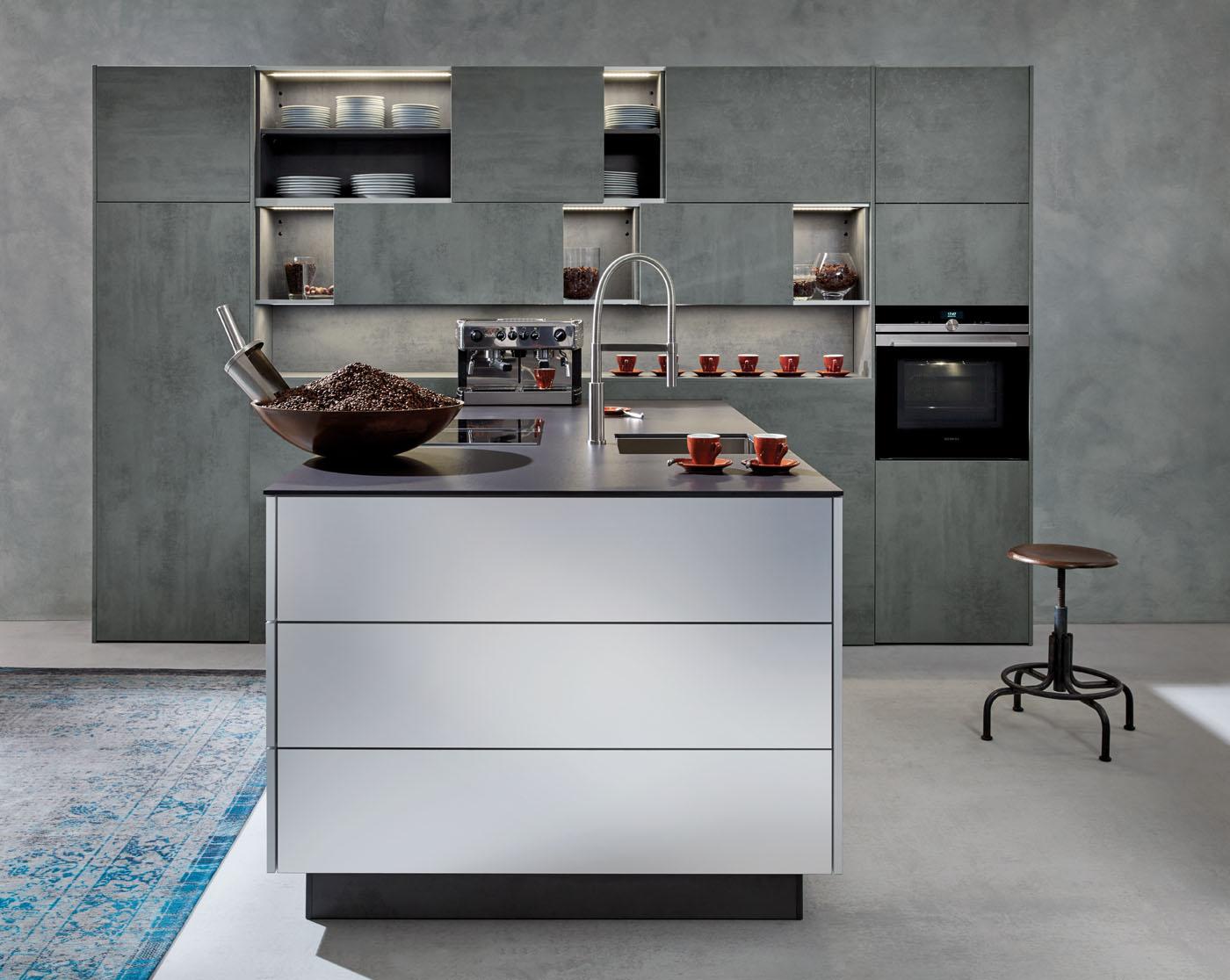 SilviaBeton-ConcreteDark_Metallic-Chrom_Kuechenblock