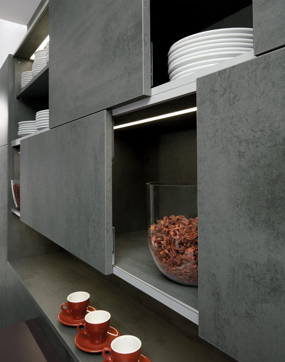 SilviaBeton-ConcreteDark_Metallic-Chrom_Schiebetuer